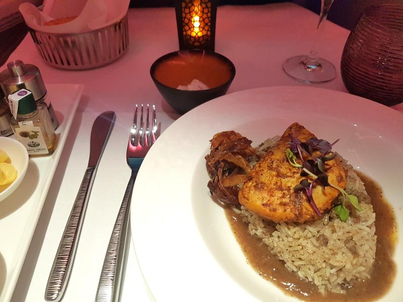 Qatar Airways Business Class Restaurant Service an Bord
