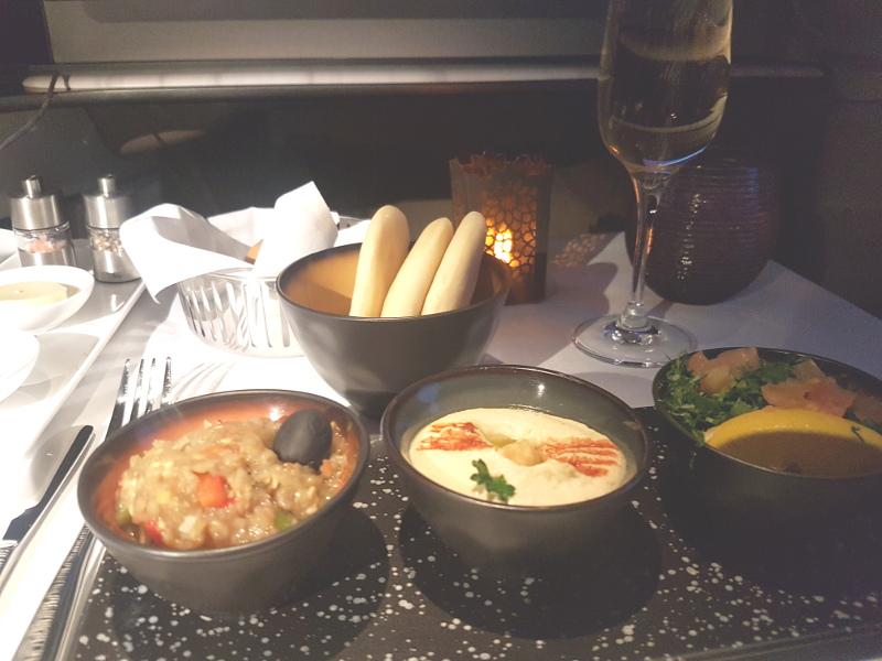 Qatar Airways Business Class Speisen und Getränke Erfahrung