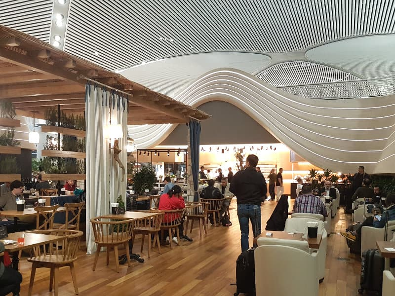 Neue Turkish Airlines Business Class Lounge Istanbul - Verschiedene Restaurantbereiche