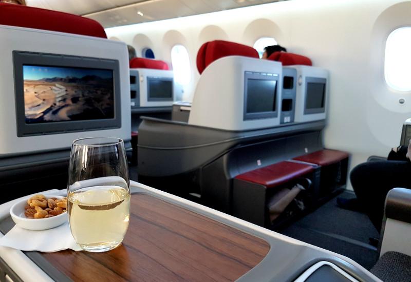Mit Komfort und guter Bewirtung in der LATAM Business im B787 Dreamliner reisen
