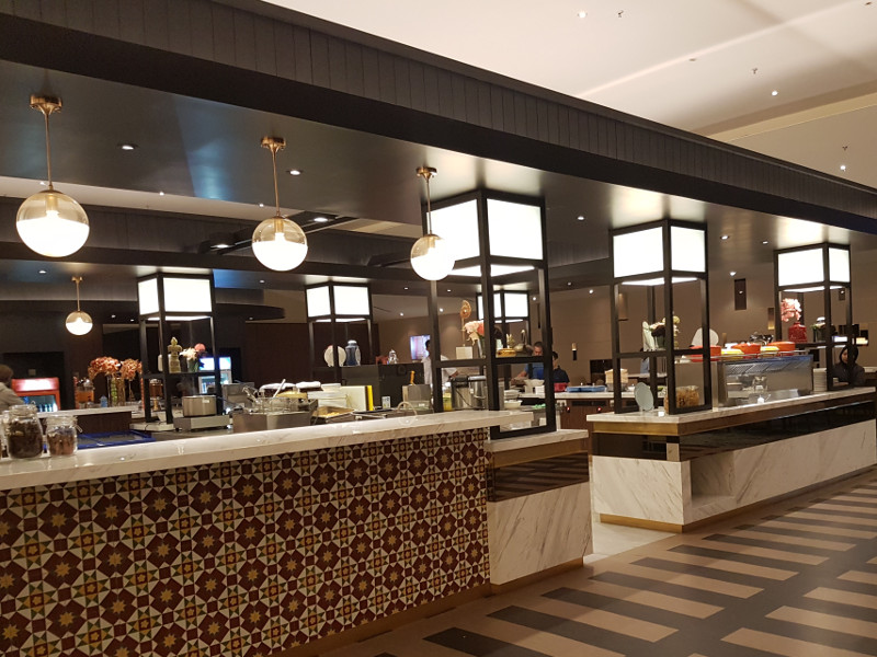 Malaysia Airlines Golden Lounge mit Food Station