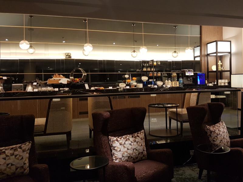 Malaysia Airlines First Class Lounge Speisen und Getränke Erfahrung