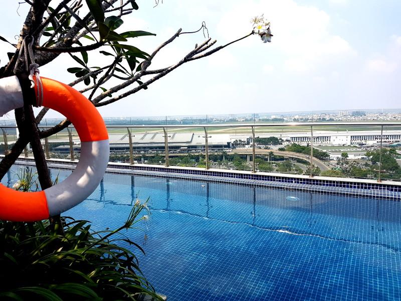 Dachterrasse mit Pool im ibis Saigon Airport Hotel