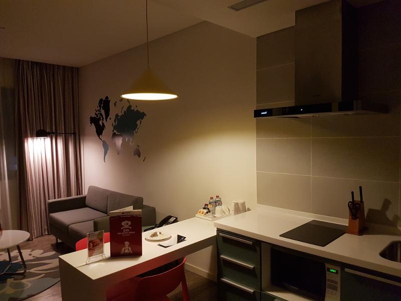 Apartment mit Küche und Wohnbereich im ibis Saigon Airport Hotel