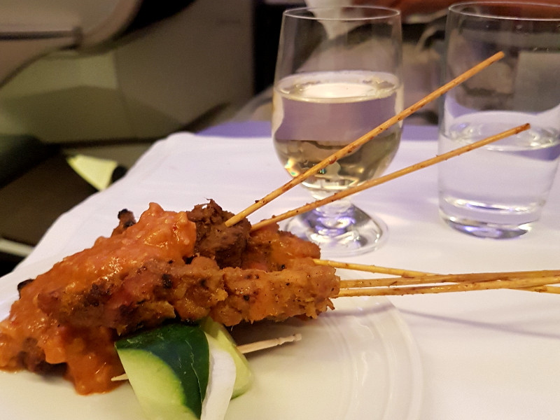Malaysia Airlines Business Class Catering Satay Erfahrung