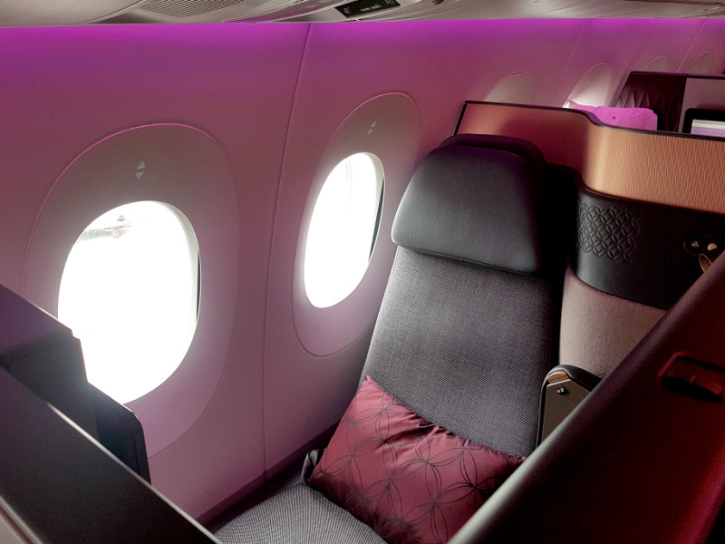 Qatar Airways Qsuite Business Class Einzelsitz am Fenster