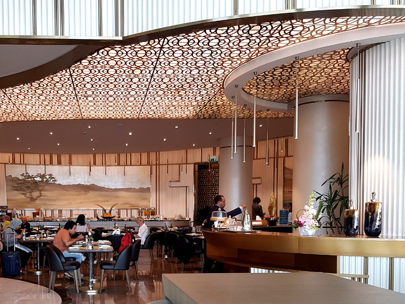 Restaurant der Oman Air Business Class Lounge Muscat