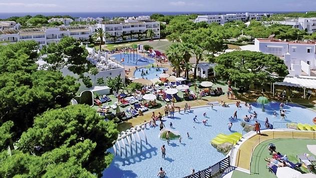 Flugreise nach Mallorca im 4* Club Calimera Es Talaial Hotel, 7 Hotelnächte, Alles Inklusive, Transfer, Zug zum Flug, 80% Weiterempfehlung