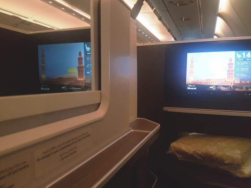 Viel Privatsphäre in der Business Class Sitze bei Oman Air