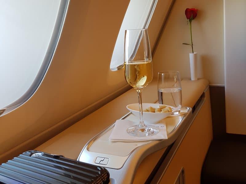 Erstklassige Bewirtung in der First Class von Lufthansa