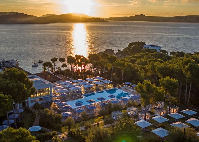 Sonne tanken an der Küste von Mallorca, Hotel Coronado Thalasso & Spa, Peguera, Mallorca, Balearen, Spanien - save 44%