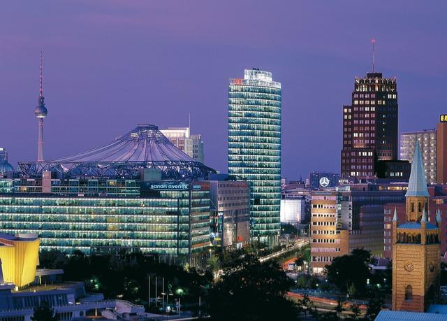 Hauptstadt-Luxus zwischen Spree & Tiergarten, Maritim Hotel Berlin, Deutschland - save 41%