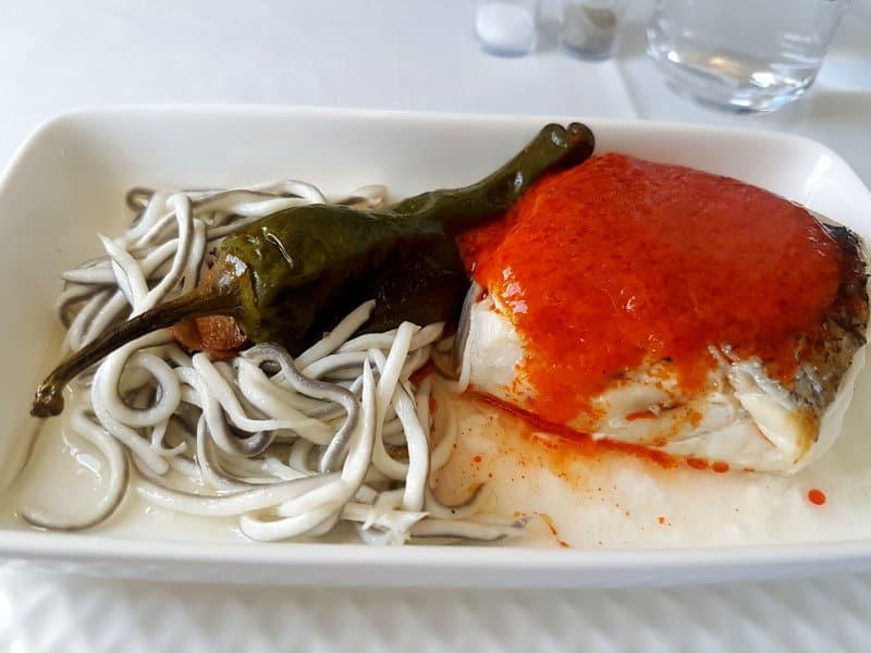 Iberia Speisen und Getränke Hauptgang Fisch mit Gulas