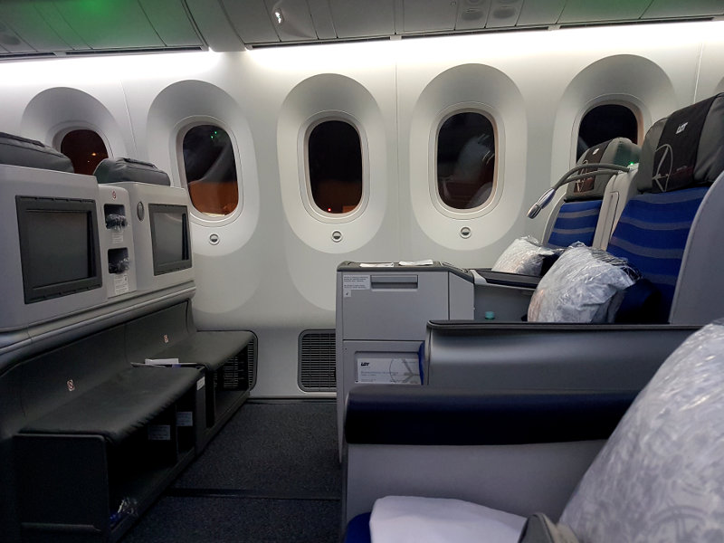 LOT 787 Business Class