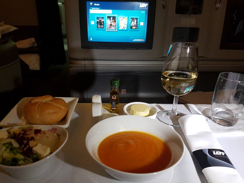 Restautrant Service in der LOT 787 Business Class