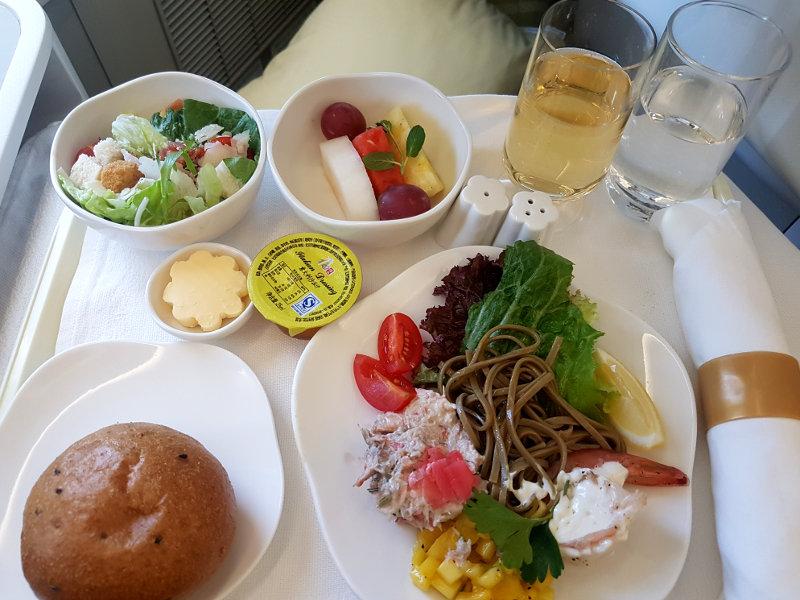 Speisen und Getränke in der Vietnam Business Class