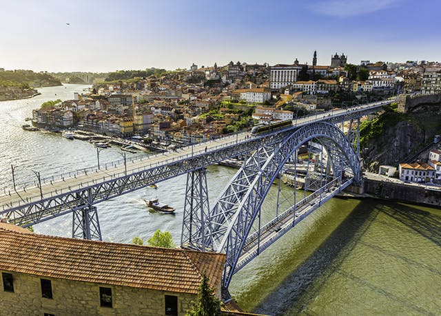 Futurismus in Porto - Kostenfrei stornierbar, Yotel Porto, Porto, Portugal - save 45%