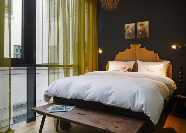 Design in Münchens City - Kostenfrei stornierbar, 25hours Hotel The Royal Bavarian, München, Bayern, Deutschland - save 38%