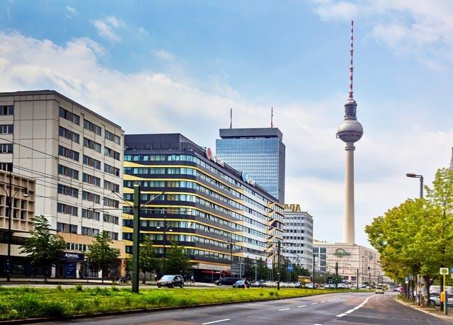 Stilvolles Hotel am Puls der Hauptstadt - Kostenfrei stornierbar, H4 Hotel Berlin Alexanderplatz, Berlin, Deutschland - save 52%