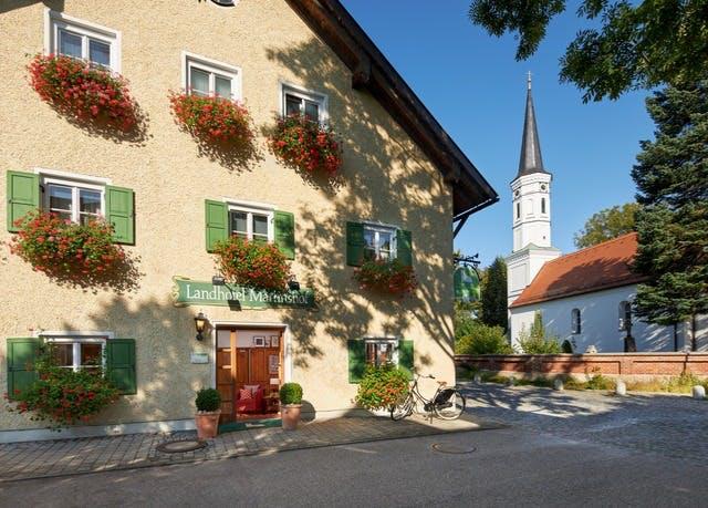 Landhotel vor den Toren Münchens - Kostenfrei stornierbar, Landhotel Martinshof, München, Bayern, Deutschland - save 42%